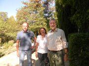 Ο διακεκριμένος βοτανικός Δρ Arne Strid (δεξιά) με τους υπευθύνους του Βοτανικού Κήπου της Φιλοδασικής Κα Σ.Σταθάτου και κ.Παν.Τρίγκα